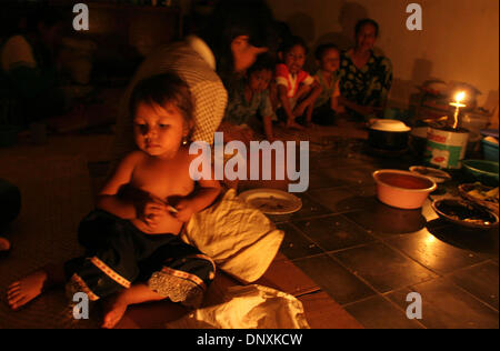 Dec 20, 2005; Lhoong, Banda Aceh, INDONESIA; A family eats a meal at a converted school in the sub-district of Lhoong - Stock Photo