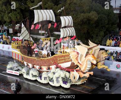 Jan 02, 2006; Pasadena, CA, USA; Extraordinaire Trophy winner float makes its way down to Colorado Boulevard during - Stock Photo