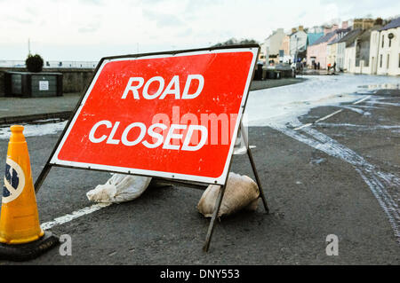 Portaferry, Northern Ireland. 6 Jan 2014 - The main road is closed due to flooding caused by the high tide in Portaferry, - Stock Photo