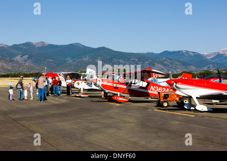 Visitors inspecting antique and modern airplanes at the annual Salida, Colorado,  ArtWalk Fly-In event - Stock Photo