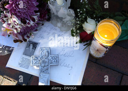 Jan 31, 2006; Atlanta, GA, USA; Flowers and and tributes left at MLK tomb for Coretta Scott King on Jan. 31, 2006. - Stock Photo