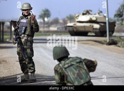 Feb 28, 2006; Near Ar Ramadi, Al Anbar, IRAQ; An Iraqi Special Police Commando from the 2nd Battalion 2nd Brigade, - Stock Photo