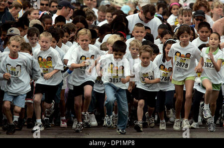 May 06, 2006; San Diego, CA, USA; Children in the 6-9 age division come off the starting line in The Kids Magic - Stock Photo