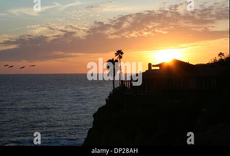 May 21, 2006; Laguna Beach, CA, USA; Sunset over the Pacific Ocean in Crescent Bay, located in north Laguna. Mandatory - Stock Photo