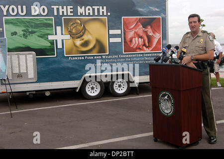 May 26, 2006; Riviera Beach, FL, USA; Florida Fish and Wildlife Major Brett Norton address reporters during a news - Stock Photo