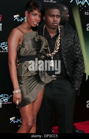 Jun 27, 2006; Los Angeles, CA, USA; Singer KELIS and husband rapper NAS during arrivals at the 2006 BET Awards at - Stock Photo