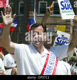 Jul 16, 2006; Bronx, NY, USA; Candidate for New York governor TOM SUOZZI greeting paradegoers at the Bronx Dominican - Stock Photo