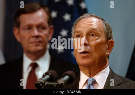 Jul 27, 2006; Manhattan, NY, USA; U.S. Department of Health and Human Services (HHS) Secretary MIKE LEAVITT (left) - Stock Photo