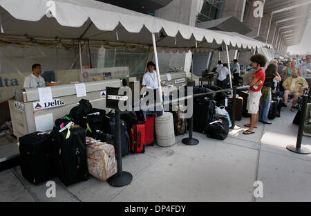 Delta Airlines Baggage Check In And Help Desk At Atlanta