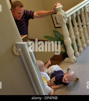 Aug 10, 2006; Sacramento, CA, USA; Kevin Partington, left, watches over his 19-month old twins Jenna, right, and - Stock Photo