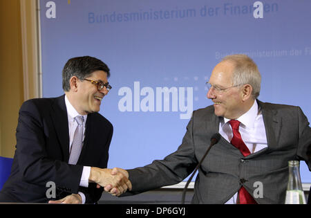 Berlin, Germany. 08th Jan, 2014. United States Secretary of Treasury, Jacob Lew (L) and Germany's Federal Minister - Stock Photo
