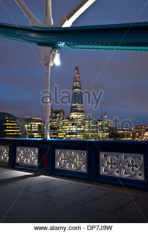 London The Shard gesehen von Tower Bridge Architekt Renzo Piano (The Shard auch Shard London Bridge (vormals London - Stock Photo