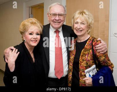 Apr 30, 2006 - Omaha, NE, USA - Actress DEBBIE REYNOLDS with businessman WARREN BUFFETT and his wife. (Credit Image: - Stock Photo