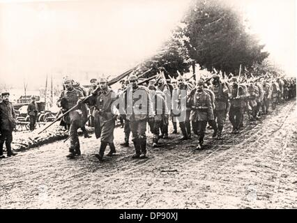 German infantry on the way to the front trenches during the Battle of Verdun in France at the beginning of 1916. - Stock Photo