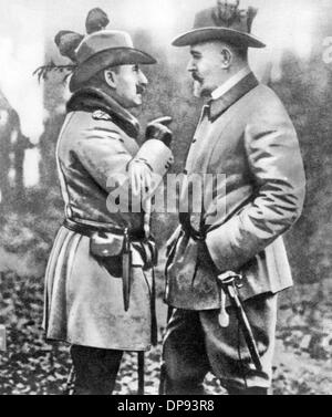 Theobald von Bethmann Hollweg (r), Chancellor of the German Empire from 1909 to 1917, talks to the German Emperor - Stock Photo