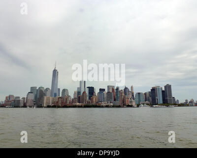 New York, USA. 22nd Aug, 2013. View of the One World Trade Center (L) in New York, USA, 22 August 2013. The construction - Stock Photo