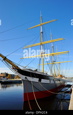 Tall ship SV Glenlee berthed at new Riverside Museum of Transport, Glasgow, Scotland - Stock Photo