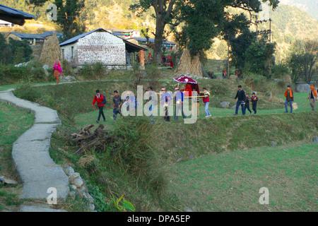 Traditional Hindu Gaddi Himachal Pradesh village wedding procession, Kereri, Northern India. - Stock Photo