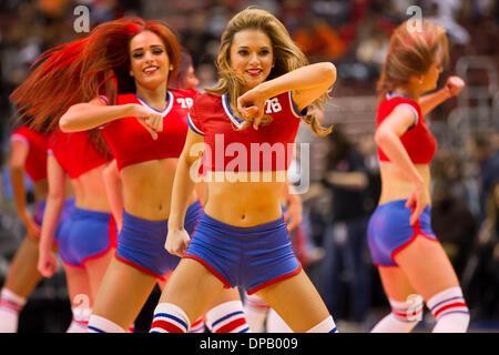 Philadelphia, Pennsylvania, USA. 10th Jan, 2014. Philadelphia 76ers Dream Team performs for the fans during the - Stock Photo