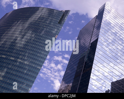 333 West Wacker Drive, a glass office block on the Chicago River, Chicago, Illinois - Stock Photo
