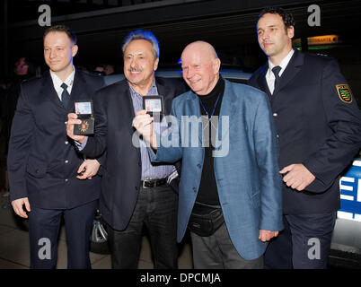Dresden, Germany. 12th Jan, 2014. German actors Wolfgang Stumph (3-R) and Lutz Mackensy (2-R) are accompanied by - Stock Photo