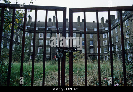 Post-war block of council flats off the Old Kent Road, Peckham, London, SE15, England Uk - Stock Photo