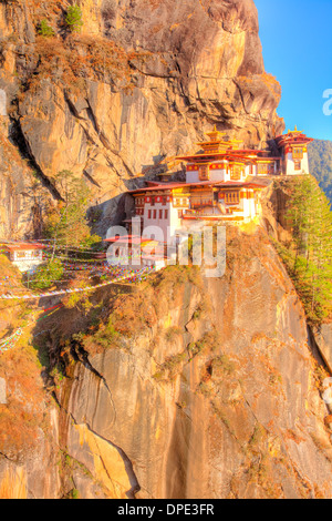 The Tigers Nest Monastery Bhutan, Himalaya Mountains, Paro Valley. Taktshang Goemba. Perched 3,000 feet above valley - Stock Photo