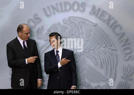 Mexico City, Mexico. 13th Jan, 2014. Mexican President Enrique Pena Nieto (R) talks with Italian Prime Minister - Stock Photo
