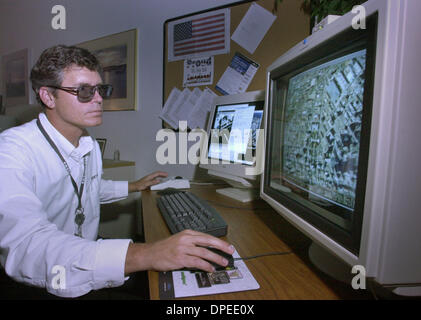 (published 09/05/2003, C-4:1,2,6,7) Gregg Goddard, Chief Engineer for Socet Set wearing 3-D glasses, shows how the - Stock Photo