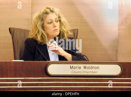(Published 8/17/2006, B-1:R) August 16, 2006. Escondido, California. Councilwoman MARIE WALDRON, listened to the - Stock Photo