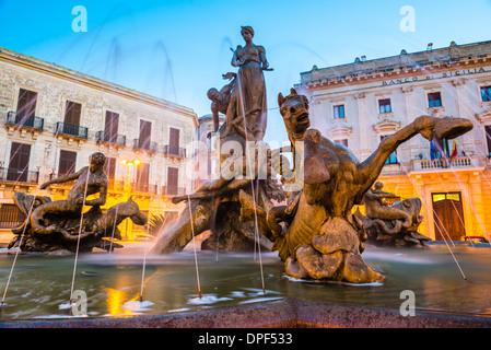 Fountain of Artemis in Archimedes Square (Piazza Archimede) at night, Ortigia (Ortygia), Syracuse, UNESCO Site, - Stock Photo