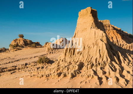 Walls of China, a series of Lunettes in the Mungo National Park, Willandra Lakes Region, UNESCO Site, Victoria, Australia
