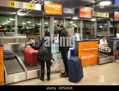 Easyjet baggage Speedy boarding check-in queue, Stansted airport Stock Photo: 47482176 - Alamy