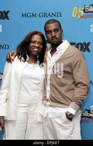 Jan. 18, 2006 - Mgm Grand Arena, LAS VEGAS, USA - KANYE WEST & MOTHER.SINGER.BILLBOARD MUSIC AWARDS 05.MGM GRAND - Stock Photo