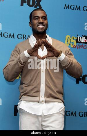 Jan. 18, 2006 - Mgm Grand Arena, LAS VEGAS, USA - KANYE WEST.SINGER.BILLBOARD MUSIC AWARDS 05.MGM GRAND ARENA, LAS - Stock Photo