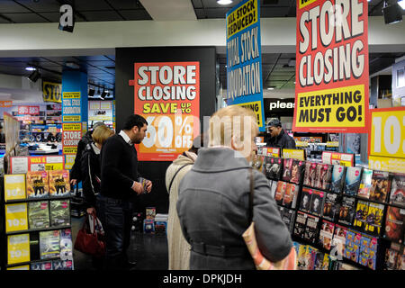 Oxford, UK. 14th January 2014.  The HMV store on Cornmarket Street is closing down at the end of February before - Stock Photo