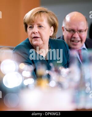 Berlin, Germany. 15th Jan, 2014. German Chancellor Angela Merkel (CDU) sits next to Chief of Staff of the German - Stock Photo