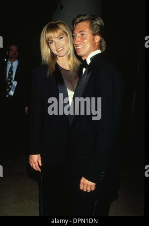 Feb. 14, 2006 - WAYNE GRETZKY WITH JANET JONES 1992.L3989.CREDIT BY LISA ROSE-(Credit Image: © Globe Photos/ZUMAPRESS.com) - Stock Photo