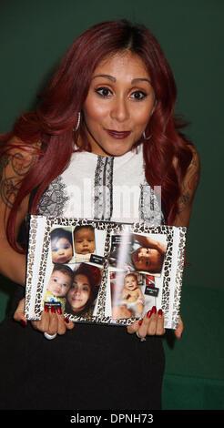 Huntington, New York, USA. 15th Jan, 2014. Reality star NICOLE POLIZZI aka SNOOKI promotes her new book 'Baby Bumps: - Stock Photo