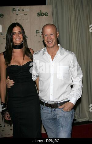 Sept. 28, 2006 - Los Angeles, CALIFORNIA, USA - ANITA AND JOHN BRYAN (THIS IS THE MAN KNOWN AS THE TOESUCKER WITH - Stock Photo