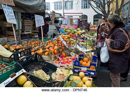 Piazza Martiri della Liberta market in Faenza, Emilia Romagna - Stock Photo