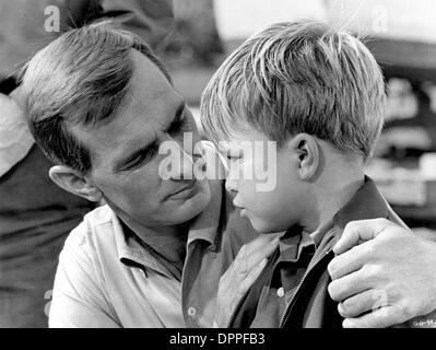 Feb. 27, 2006 - ''GENTLE BEN''.DENNIS WEAVER WITH CLINT HOWARD.SUPPLIED BY    TV-FILM STILL(Credit Image: © Globe - Stock Photo