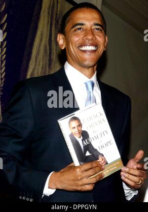 Oct. 19, 2006 - New York, NY, UNITED STATES OF AMERICA - Senator Barack Obama signs copies of his new book ''The - Stock Photo