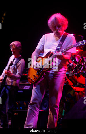 Apr 28, 2009 - E. Rutherford, New Jersey, USA - (LtoR) PHIL LESH on bass and BOB WEIR of 'The Dead' performing during - Stock Photo