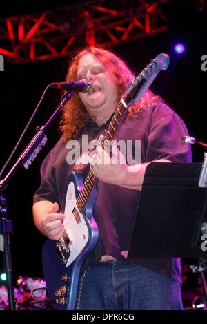 Apr 28, 2009 - E. Rutherford, New Jersey, USA - Guitarist WARREN HAYNES (Gov't Mule) of 'The Dead' performing during - Stock Photo