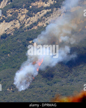May 05, 2009 - Santa Barbara, California, USA - 1:46 p.m. near Adams school. Jesusita fire from the 1400 block of - Stock Photo