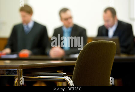 Braunschweig, Germany. 16th Jan, 2014. Defendant Jan Michael T. (C) and his lawyers Ruediger Hitz (R) and Mario - Stock Photo