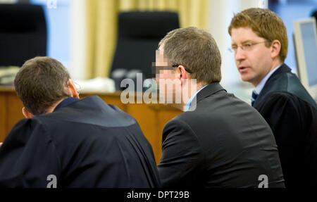 Braunschweig, Germany. 16th Jan, 2014. Defendant Jan Michael T. (C) and his lawyers Ruediger Hitz (L) and Mario - Stock Photo