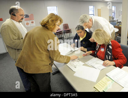 (From left) Raymond Baker and Shelly White, both of Alamo, get some help from polling place clerks Guido Curzi, - Stock Photo