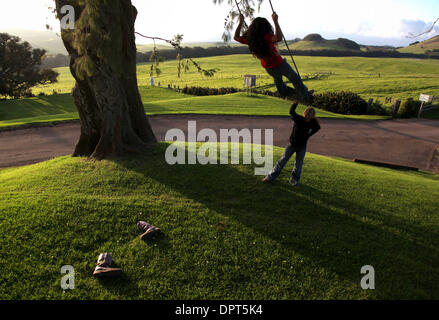 Jan 30, 2009 - North Kohala, Hawaii, U.S. - Kamehana Tachera, 11, pushes her sister, Nahe, 9, on a swing at Kahua - Stock Photo